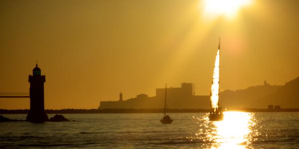 voilier et coucher de soleil